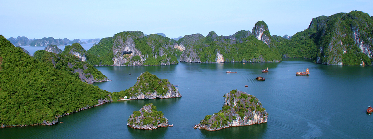 http://halongsapapackages.com/wp-content/uploads/2014/07/Halong-bay-Cruises.jpg