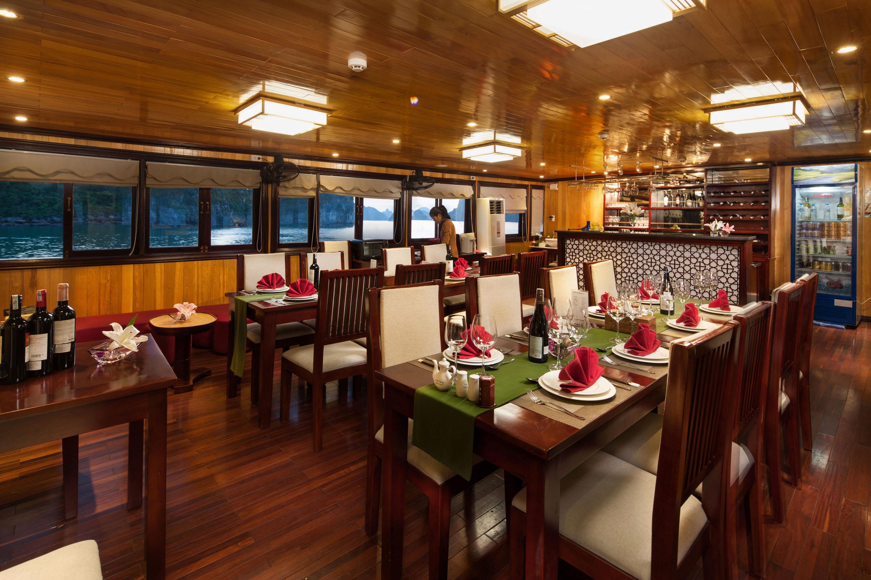 Garden Bay Cruise Halong Restaurat
