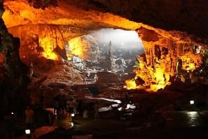 Sung-Sot-cave-Halong-Bay