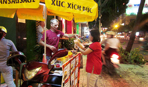 Foreign delicacies become street food in Vietnam