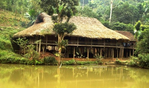 In Vietnam, ethnic group maintains old stilt houses as ancestral treasures - Travel guide