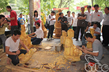A village of carving sounds - Travel guide