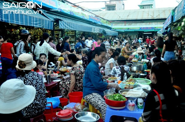 Da Nang's one-stop shop for good, cheap street food