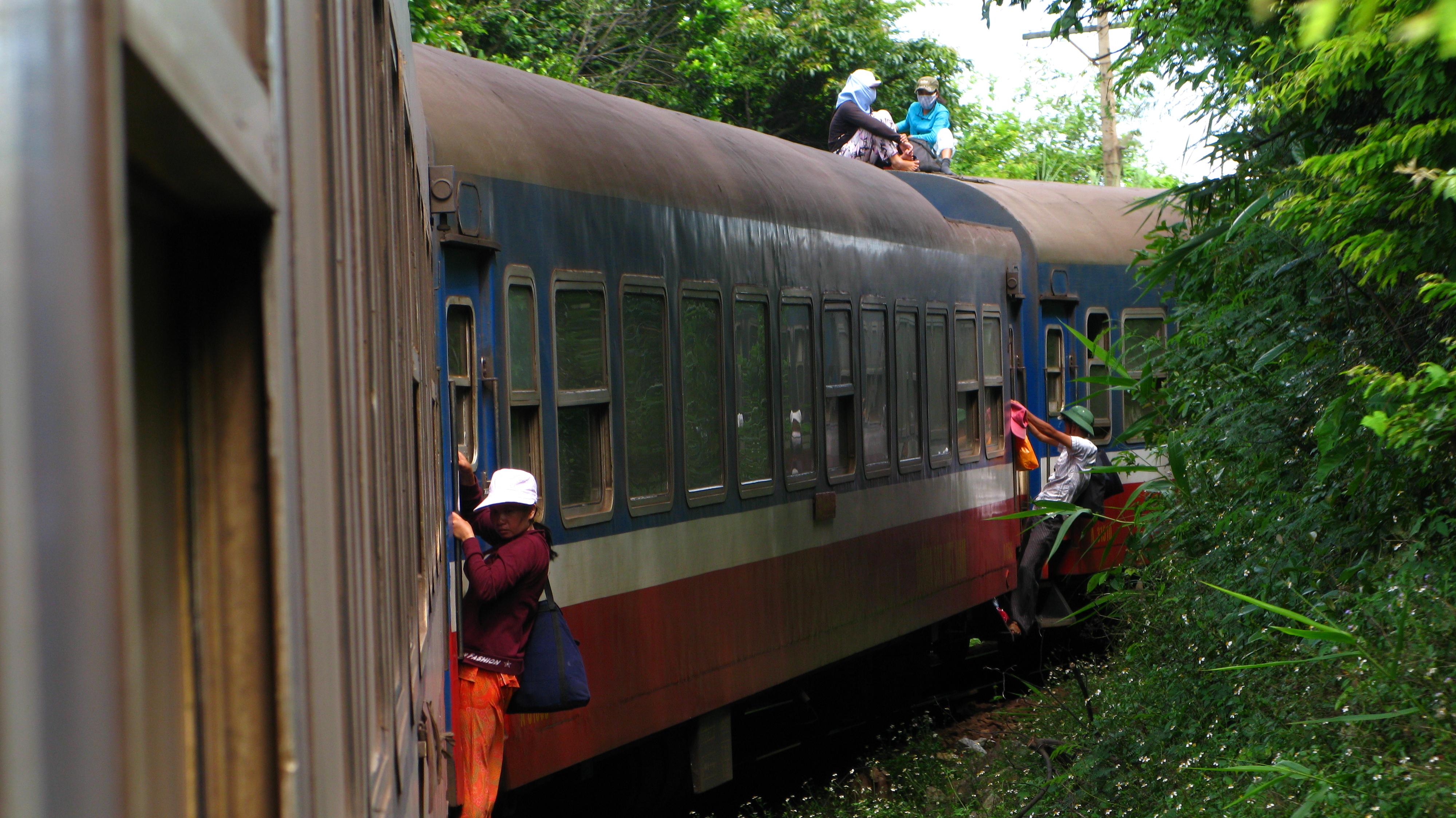 Train Ticket Hanoi Sai Gon Halong Bay Cruise Sapa