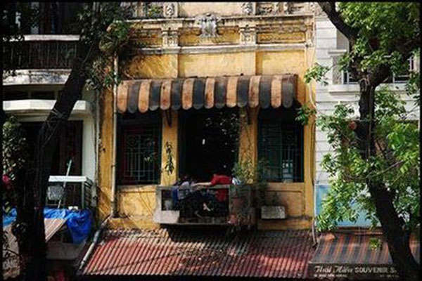 Hanoi's old coffee house - Halong Sapa Packages