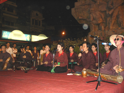 Traditional music returns to the big stage - Halong Sapa Packages