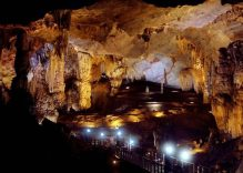 Vietnam orders a cut in entrance fees to world-renowned caves