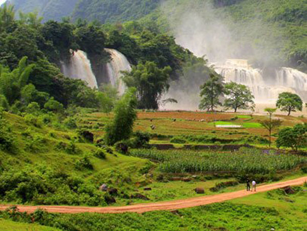 Discovering Ban Gioc Waterfall and Saigon-Ban Gioc Resort - Halong Sapa Packages