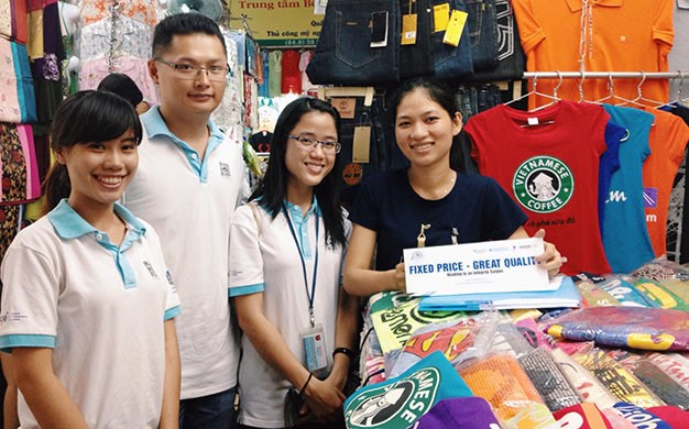 Young trio tries to make Saigon shopping tourist-friendly
