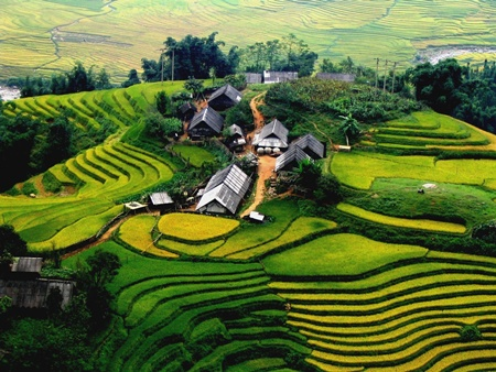 Beautiful Sapa captured on flying camera drone - Halong Sapa Packages