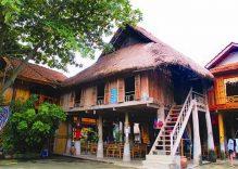 Thai ethnic people host tourists