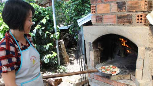 Wood fired pizza – A hit with tourists in Da Lat