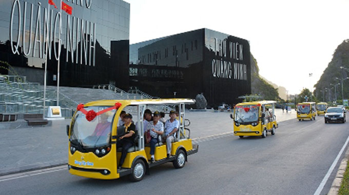 Ha Long launches electric car service for tourists