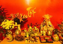 Foreigners join Tet celebrations