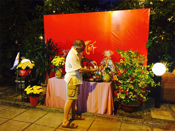Foreigners join Tet celebrations 3