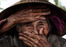 French photographer presents 'hidden smile' photo to Vietnamese museum