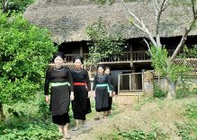 Khau A mountain range hides stilt houses and ethnic legacy