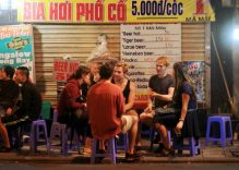 Hanoi lets bars, restaurants stay open longer to boost tourism
