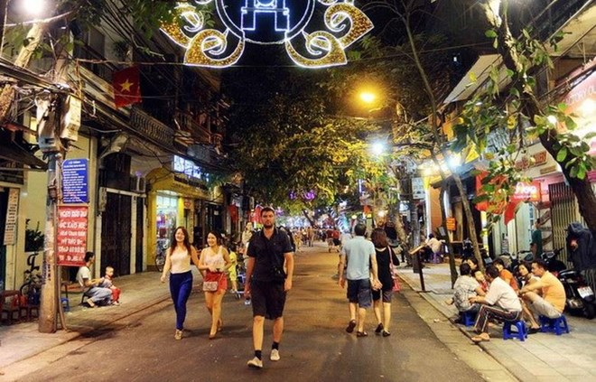 Hanoi - more walking area open around Hoan Kiem Lake