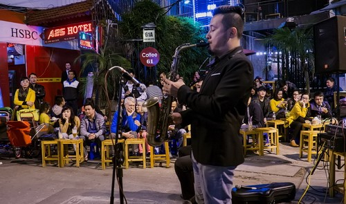 What do expats think about Hanoi plan to lift midnight curfew