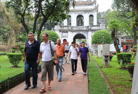 hanoi-to-woo-tourists-with-cnn-adverts