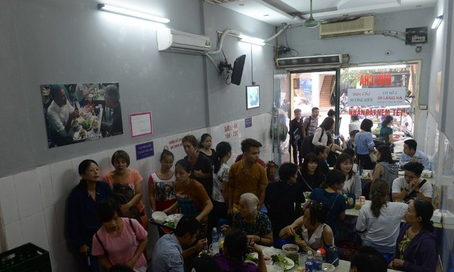 obamas-vietnam-noodle-visit-sparks-feeding-frenzy