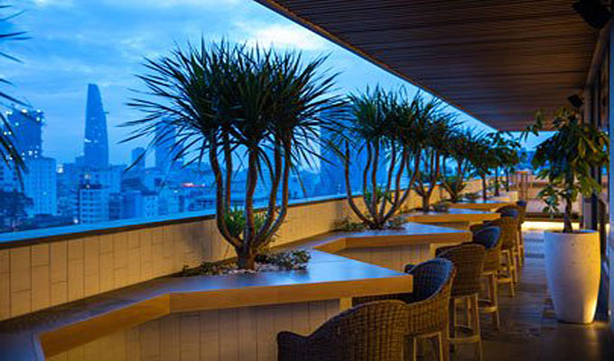 tapas-and-live-acoustic-music-at-zen-rooftop-bar